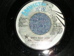"""画像1: The 8TH DAY - A)SHE'S NOT JUST ANOTHER WOMAN  B) I CAN'T FOOL MYSELF (VG++/VG+++ WOL)  / 1971 US AMERICA ORIGINAL Used 7""""45"""
