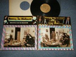 """画像1: COUNTRY JOE McDONALD - STARRING IN HOLD ON IT'S COMING (Ex+/MINT-) / 1971 US AMERICA ORIGINAL 1st Press """"BRONZE With BLAKC PRINT Label"""" Used LP"""